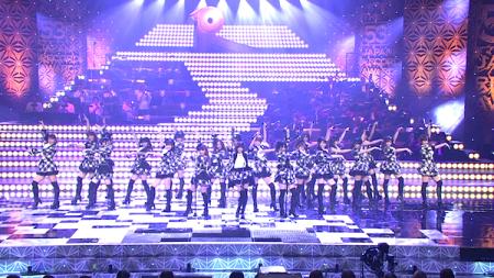 日本レコード大賞受賞前のAKB48のパフォーマンス「フライング・ゲット」22