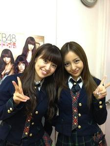 板野友美さんと大島優子さん