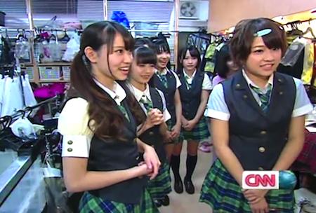 永尾まりやさんと、島田晴香さん「AKB48劇場」の楽屋にて