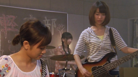 前田敦子さん、大島優子さん AKB48 GIVE ME FIVE! MV