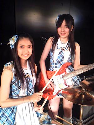 11期生 森川彩香さんと、12期生 岩田華怜さん。西山恭子さんの google+より