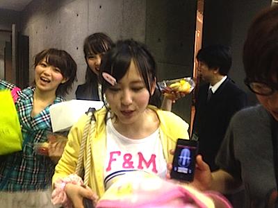 全国ツアーin 岐阜 チーム4 とがちゃんレポート88 インタビュー受ける大場&後ろでふざける人達。