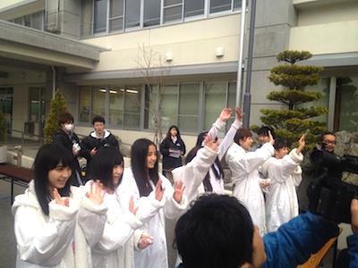 被災地支援活動 2012年04月22日 メンバーもそれに応えるように手を振っていたのが印象的でした。
