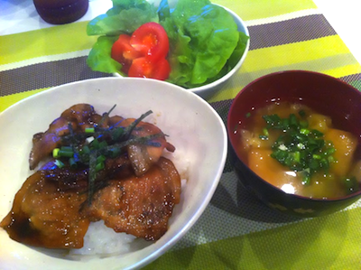 たまにの休みだし、ご飯とか作ってみる。
