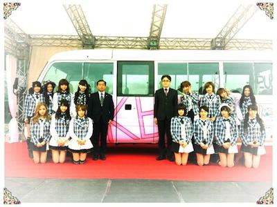 篠田真理子さんのgoogleplusより AKBバス