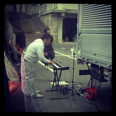 今日は復興支援活動LIVEでトガサキさんがキーボード担当しました(笑)