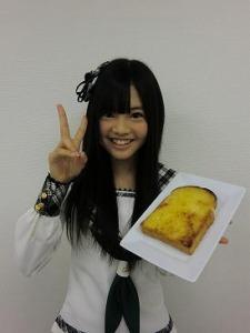 本村碧唯さん考案の  「マヨ砂糖パン」