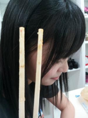 さっしーが口つけたはし 今から村重がこのはしで食べる。【HKT48村重杏奈】