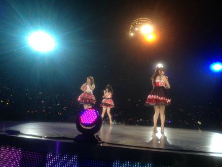 高橋、小嶋、峯岸の三人でミニスカートの妖精