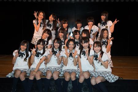 今回は、HKT48 チームHのメンバーで「手をつなぎながら」(^_-)