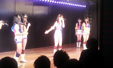 中西智代梨がオリジナルソングを披露。